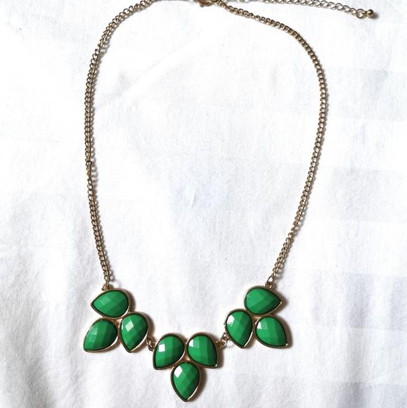 EUC Aldo Emerald Green Necklace